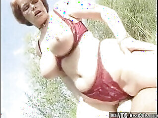 Plump mommy riding a cock in the sun